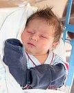 MIKULÁŠ ZÁLABSKÝ se narodil 10. dubna v  13.51 hodin rodičům Šarlotě a Jakubovi. Vážil 3,26 kg a měřil 50 cm. Doma v Mladých Bukách už čekají i sourozenci Kubík a Eliška.