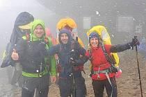 Na pomoc trojčátkům lidé cestou na Sněžku vyšlápli 1,3 milionu korun