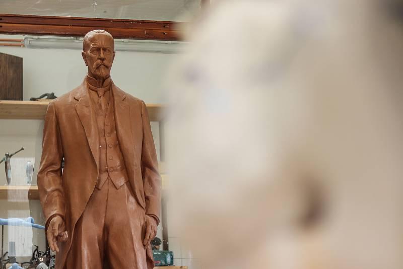 V umělecké slévárně HVH v Horní Kalné vzniká nová socha TGM pro brněnské veletrhy. Původní sochu od autora Otakara Španiela někdo odcizil a tak museli udělat novou.