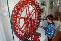 PROHLÉDNOUT SI DÍLA ze stavebnice Merkur i si něco drobného postavit mohou návštěvníci semilského muzea až do  26. srpna.