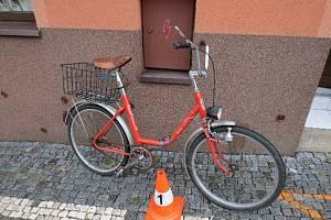 Sedmdesátiletá žena spadla v Úpici na kole, měla 2,3 promile alkoholu v krvi.
