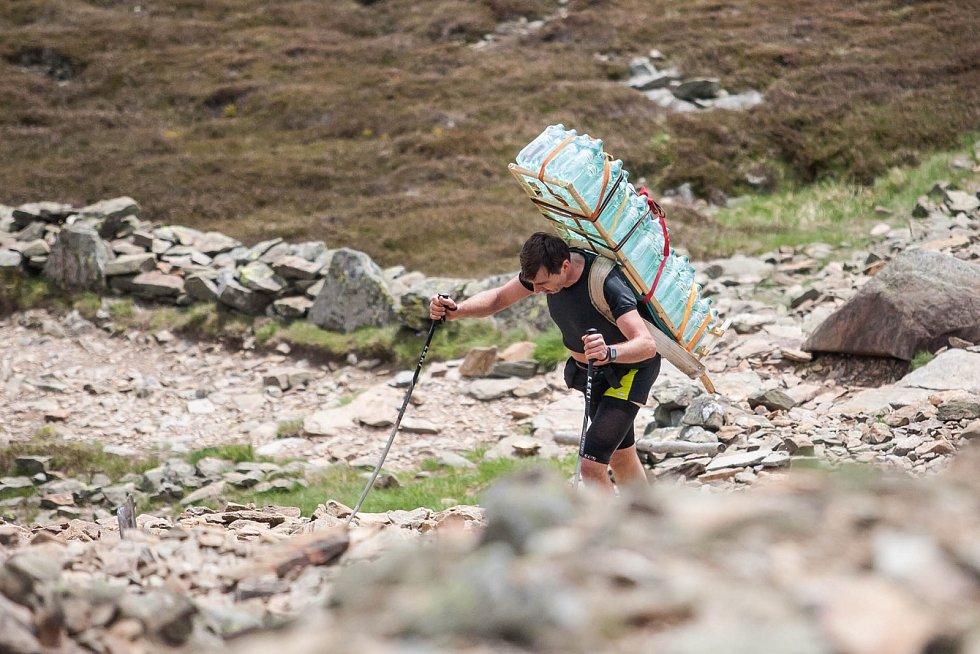 Závod horských nosičů Sněžka Sherpa Cup.