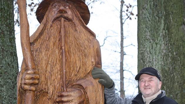 Vrchlabský řezbář Pavel Tryzna vytvořil Krkonošský pohádkový betlém se čtyřiceti dřevěnými postavami. K vidění je v zámeckém parku.