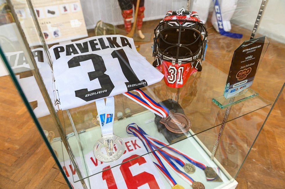 Ve Staré radnice probíhá výstava 100 let hokeje ve Dvoře Králové.