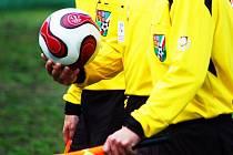 Smutnou událostí kola v nejnižší okresní soutěži byla inzultace rozhodčího Davida Beránka hráčem Černého Dolu Vladimírem Rálišem.
