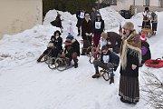 Závody na historických saních a v dobovém oblečení ve Zvědavé uličce v Jilemnici.