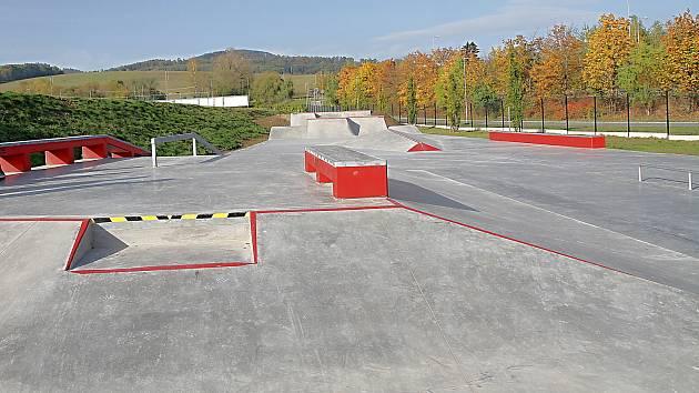 Nový skatepark vznikl u fotbalového stadionu ve Vrchlabí.
