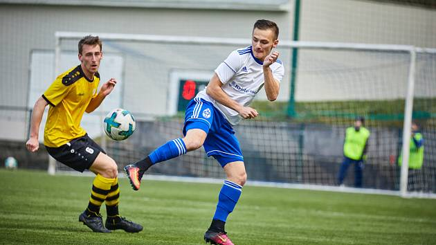 Trutnovští fotbalisté v utkání proti Vysokému Mýtu vyválčili dva body.