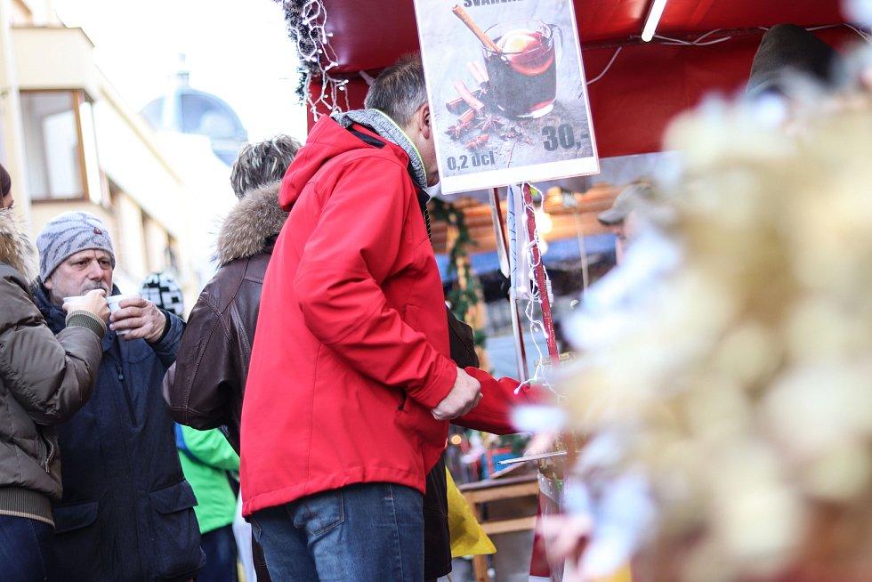 O vánoční jarmark v Jilemnici byl velký zájem.