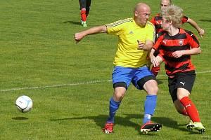 Na Trutnovsku se fotbaloví příznivci při zápasech nenudí.