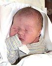 JIŘÍ SLAVÍK se narodil Monice a Jiřímu 22. listopadu v 7.09 hodin. Vážil 3,75 kilogramu a měřil 52 centimetrů. Doma v Trutnově už čeká i sestřička Karolínka.