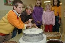 Na výstavě se žáci mohou netradičním způsobem seznámit s obdobím, kdy Bible vznikala.