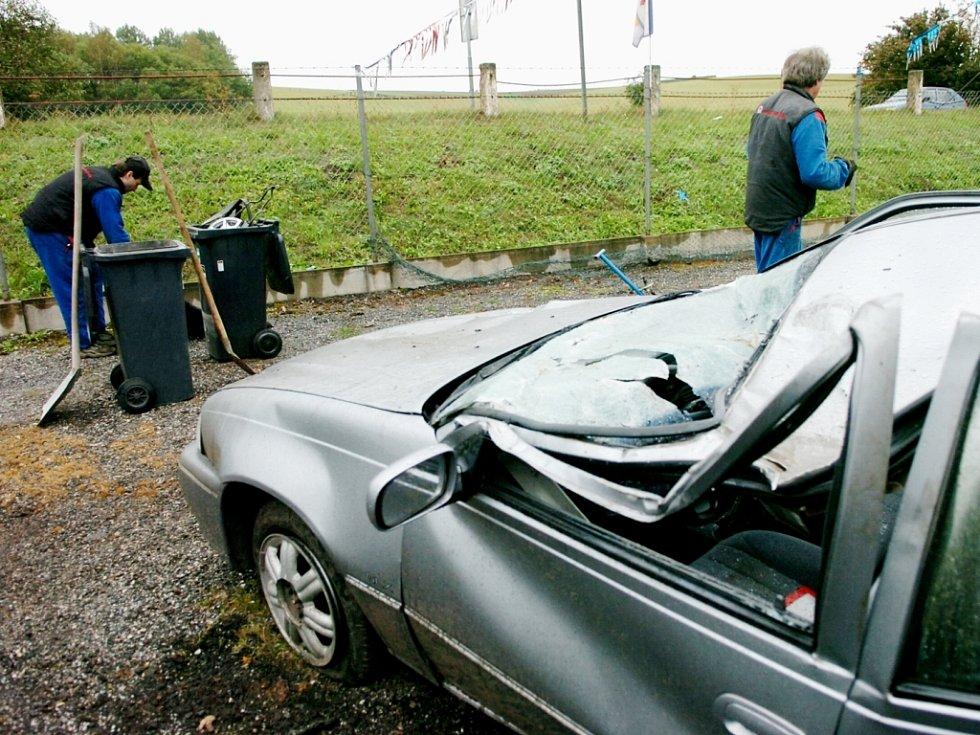 Smrtelná nehoda u trutnovského autobazaru