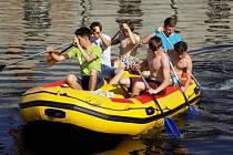 Deváťáci se díky výuce vodáctví umí pohybovat po Jizeře