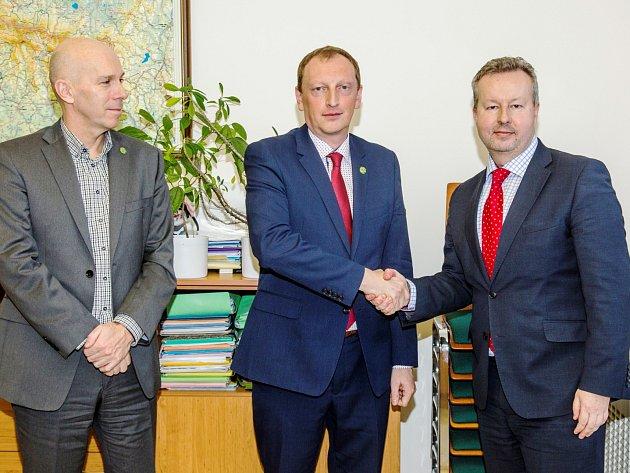 Vedení Krkonošského národního parku převzal od Jana Hřebačky Robin Böhnisch. Do funkce ho uvedl ve Vrchlabí ministr životního prostředí Richard Brabec.