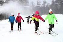 Vejsplachy jsou pod sněhem, běžkaři konečně obuli lyže