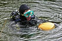 Jesenný - potápěči se ponořili pro vajíčko