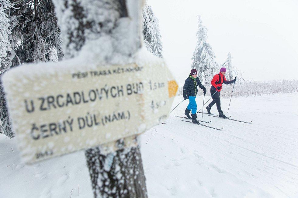 Bežkaři na Černé hoře v Krkonoších.