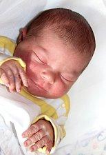 EMMA ZADINOVÁ se narodila 14. února v 5.06 hodin Elišcea Lukášovi. Vážila 3,5 kilogramu a měřila 49 centimetrů. Doma v Horním Maršově už čeká také sestřička Anička.