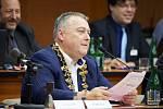 Ivan Adamec byl pošesté za sebou zvolen trutnovským starostou.