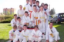 ŠESTNÁCT HRDINŮ z trutnovské líhně judistů v České Skalici ukázalo, jak dobře se pod Krkonoši tento sport trénuje.