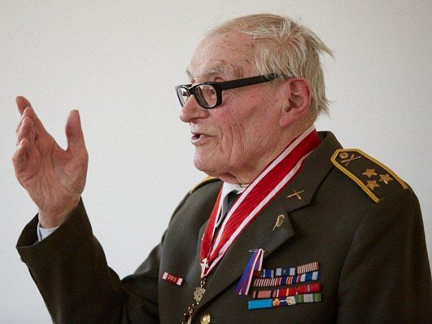 Veterán druhé světové války Jan Plovajko si onelehkém osudu povídal sTrutnovany