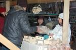 Libštátský vánoční trh se uplynulou sobotu konal již popáté. Za chladného počasí se přišlo k Janatům na dvůr podívat více jak 700 lidí.