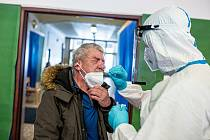Na Trutnovsku působí tři odběrové týmy Armády ČR. Od minulého týdne se k nim přidal tým trutnovské zdrávky.