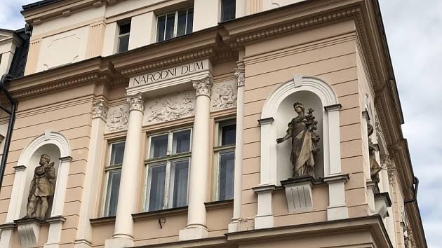 Národní dům bude mít nová okna.