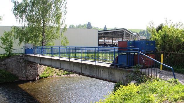 V Úpici uzavřeli most, který využívali občané na pěších i cyklistických cestách.