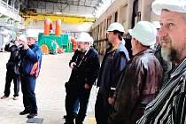 JEDNOU ZE ZASTÁVEK pedagogů při návštěvě Trutnovska byla uhelná elektrárna v Poříčí.