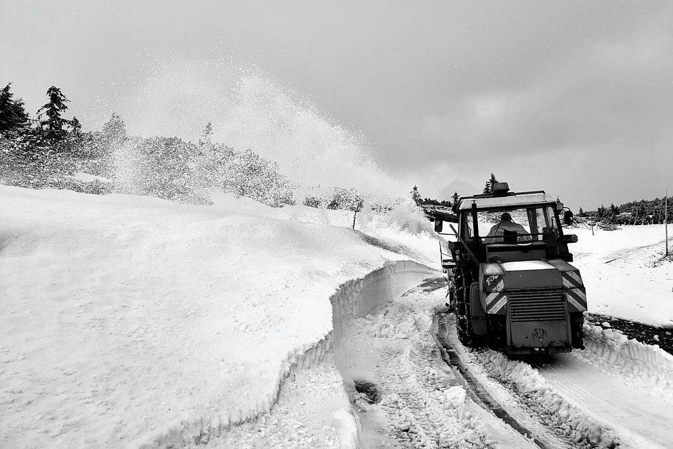Součástí klidového území nejsou enklávy Luční boudy, Výrovky a vrcholu Sněžky.