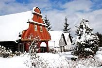 KARLOVSKÉ NÁMĚSTÍ  v Lomnici nad Popelkou je vesnickou památkovou rezervací. Konečně se v letošním roce dočká své obnovy.