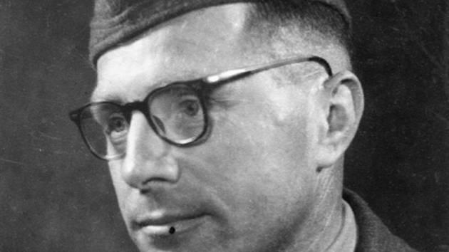 Katolický kněz Vojtěch Basovník kvůli chybné diagnóze táborového lékaře dostal sepsi, na kterou zemřel.