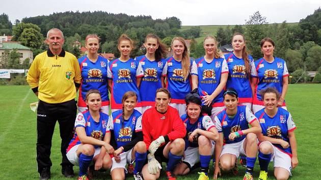 FOTBALISTKY TURNOVA byly ozdobou oslav košťálovského oddílu    a obstály i v měření sil s hráči místního FK.