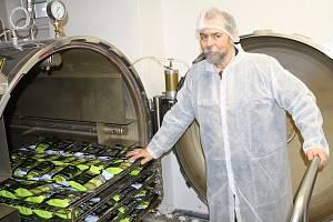 Petr Sogel v nové továrně Expres Menu.