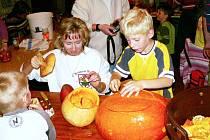Na Žďárském strašení si účastníci zkoušeli vydlabat tradiční symbol Halloweenu, dýni se svíčkou uvnitř, takzvaného Jacka – o´– Lanterna.
