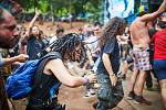 Fanoušci si plnými doušky užívají festival nejtvrdší hudby Obscene Extreme v Trutnově.
