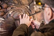 V Horní Kalné finišují se sochou pro vatikánskou zahradu, přál si ji papež