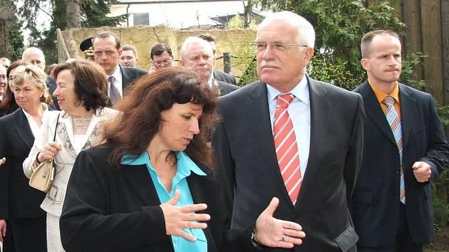Václav Klaus při prohlídce Dvora Králové.