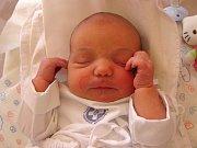 DOMINIKA ŘEZNÍČKOVÁ se narodila 13. března v9.11 hodin rodičům Lence a Ottovi. Vážila 3,71 kg a měřila 49 cm. Spolu sbráškou Štěpánem bydlí vRadvanicích.