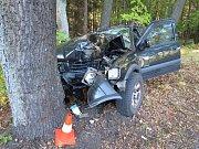 Řidička skončila s Opelem Frontera mimo silnici.
