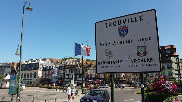 Francouzské město Trouville sur Mer leží vNormandii vdepartmentu Calvados. Přímořské letovisto je hojně navštěvované Pařížany.