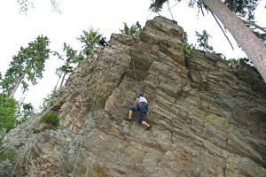 Horolezectví je na území KRNAP zakázané, výjimkou jsou například Hnědé skály ve Strážném.