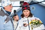 Olympijský medailista v biatlonu Michal Krčmář a Eva Samková dorazili do Vrchlabí oslavit stříbrnou a bronzovou medily.Po návratu ze zimních olympijských her v korejském Pchjongčchangu. Aleš Suk učitel ze základní školy předává odznak členství spolku hist