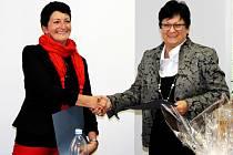 NA PARTNERSTVÍ měst se dohodly starostka Harrachova Eva Zbrojová a starostka Frenštátu Zdeňka Leščišinová.