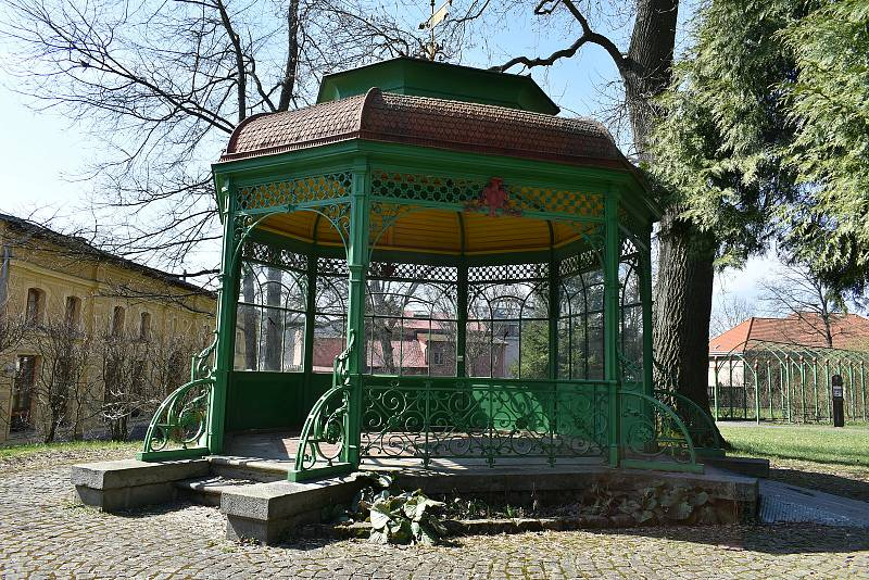 Park v barokním areálu Domova sv. Josefa v Žirči.