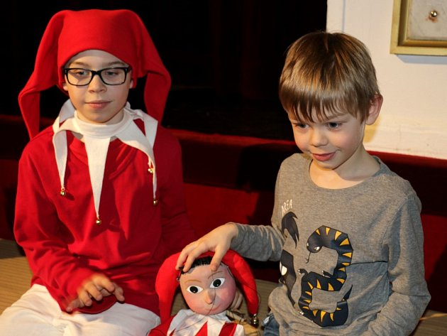 Nejspokojenějším a nejpřekvapenějším letošním divákem byl Toník Marek. Jako nejpilnější divák si domů odnášel pravou marionetu Kašpárka.