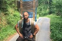 Štěpán Domorád chce překonat nosičský rekord a vynést na Sněžku 170 kilo. Poctivě trénuje hlavně v Černém Dole.