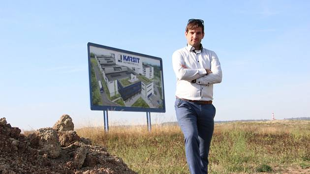 VÁCLAV VALÁŠEK vyzval k diskusi významné královédvorské podnikatele, aby veřejnosti vysvětlili postoje k plánované stavbě továrny firmy Karsit ve Zboží u Dvora Králové.
